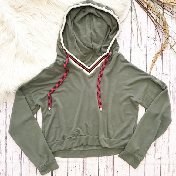 Ivoire Tops - ☯️Ivoire green cropped dolman sleeve hoodie medium